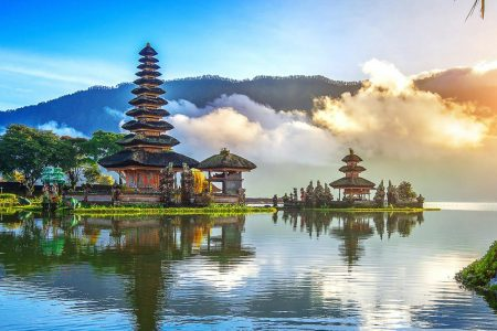 Optimum Bali - News - Ulundanu Floating Temple